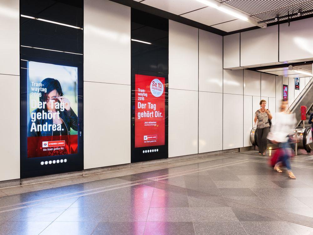 DooH Screens am Stephansplatz mit Motiven der Tramwaytag Kampagne (Foto: Gewista)