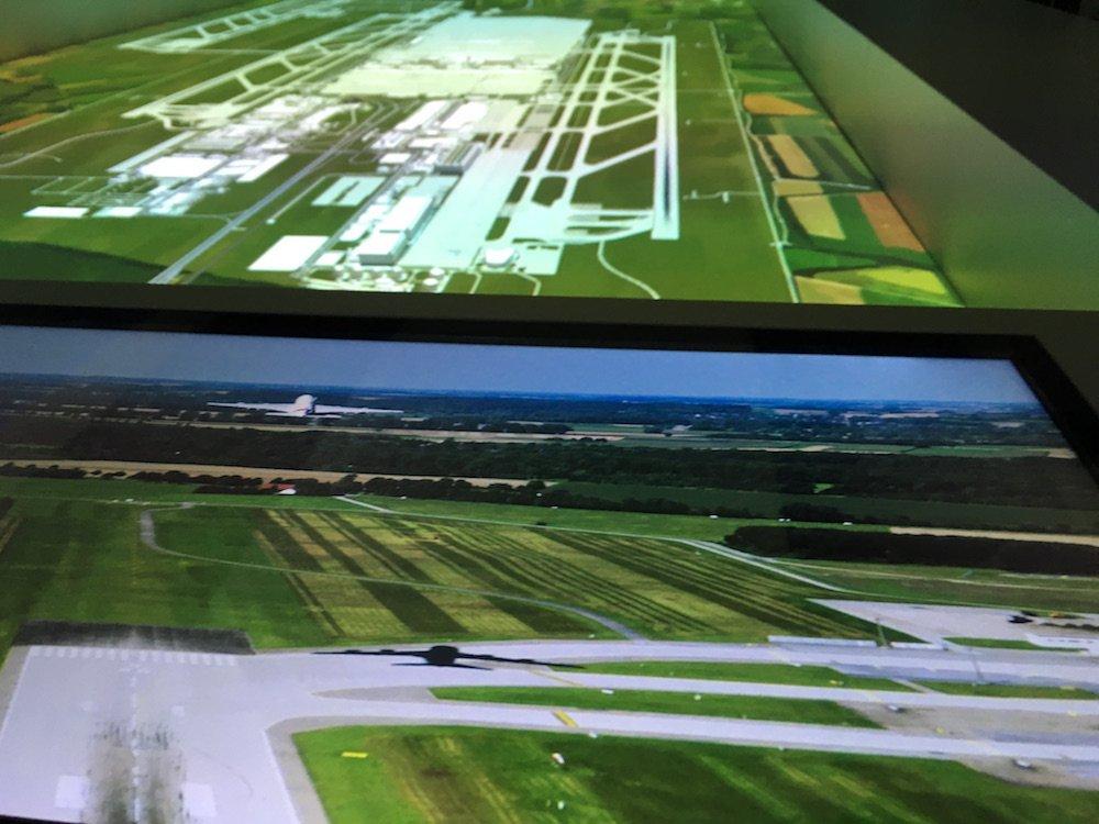 Gut integriert - Touchscreen und Modell-Landschaft mit Aufprojektion (Foto: invidis)