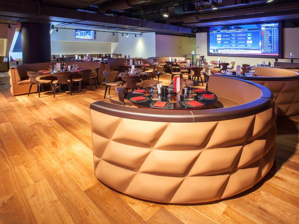 In der Säbener Lounge wurden zahlreiche Screens installiert (Foto: AV Stmpfl)