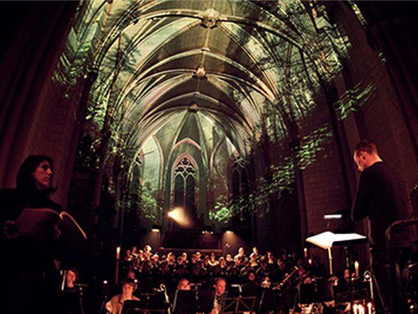 Video Mapping in der Marburger Marienkirche (Foto: Christie)