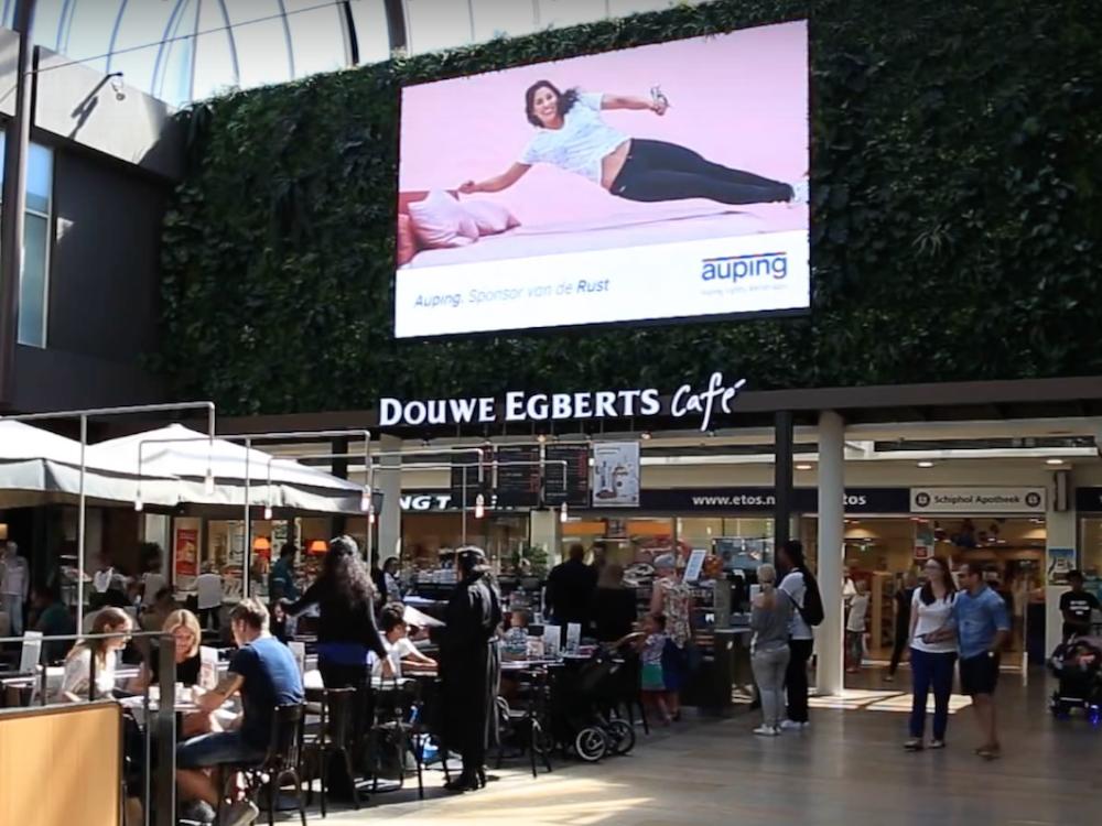 Werbungtreibender Auping nutzte Olympia als Umfeld für eine DooH Kampagne (Screenshot: invidis)
