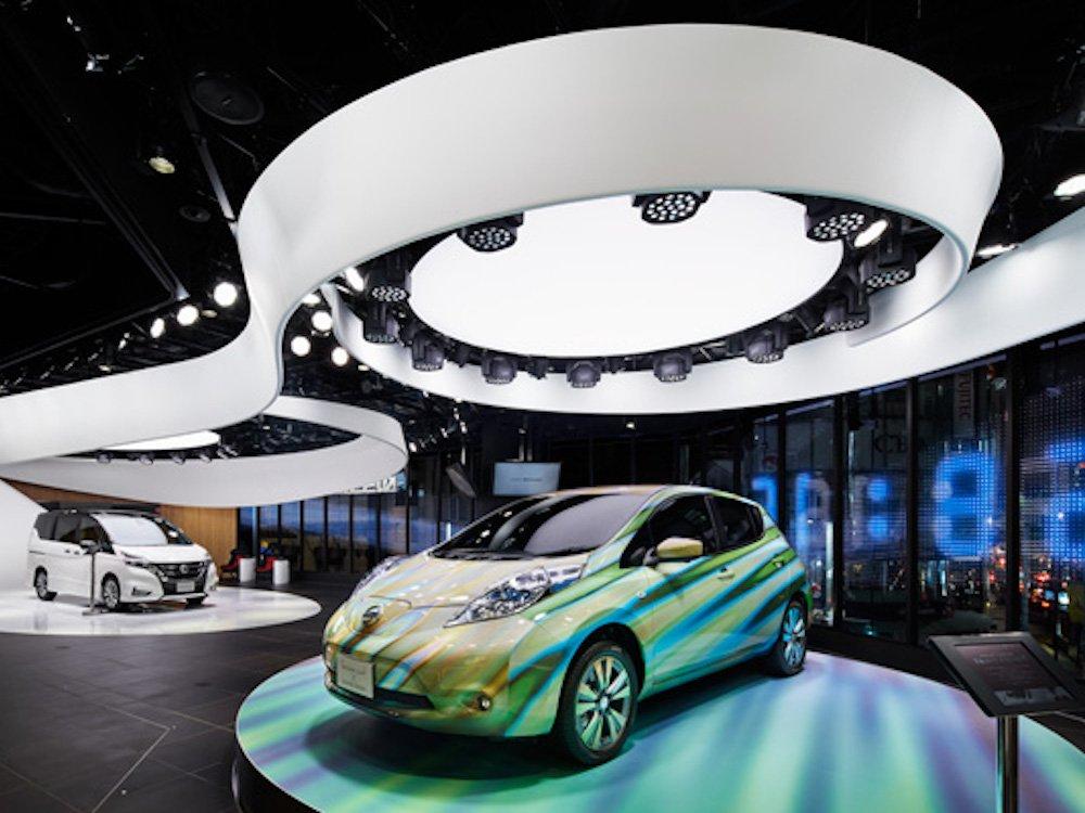 Auf der Spiral Stage werden Screens im Hintergrund genutzt.jpeg (Foto: Nissan)
