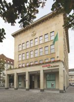 Blick auf die Fassade der acrevis Bank in St. Gallen (Foto: acrevis)