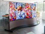 Das geschwungene Wave Display arbeitet mit doppelseitigen Screens (Foto: LG)