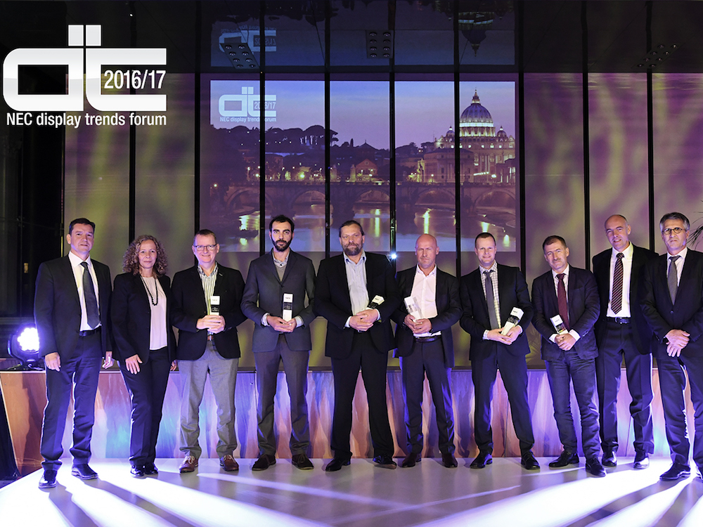 Preisverleihung bei den Display Trends Forum EMEA Partner Awards (Foto: NEC)