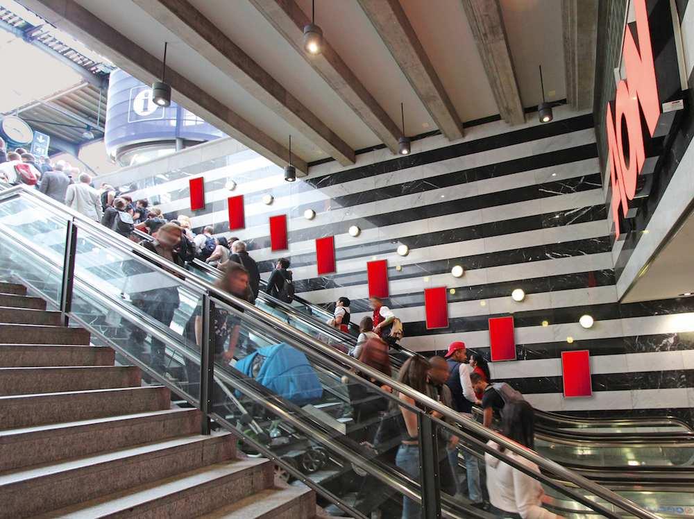 Rolltreppe mit vorgesehenem Standort für die Screens (Foto / Rendering: APG|SGA)