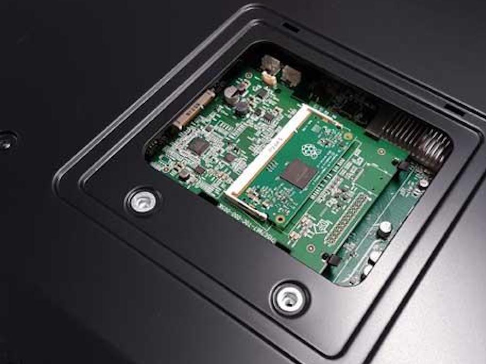 Screen von NEC mit Raspberry Pi Modul (Foto: NEC)