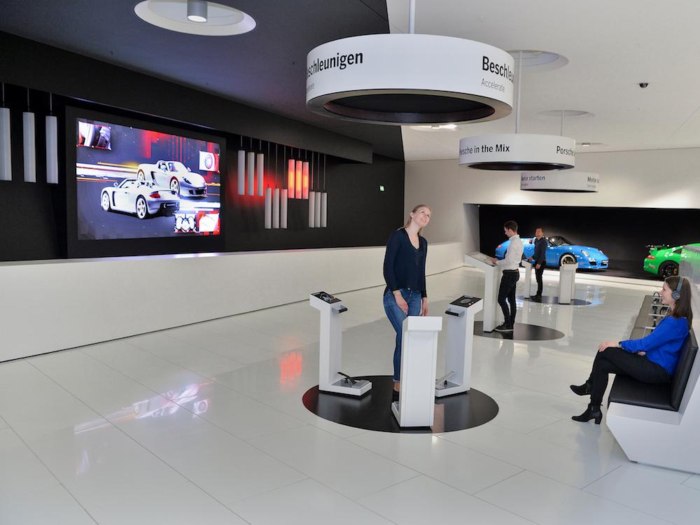 Sound und Bild gehören im Porsche Museum zusammen (Foto: macom)