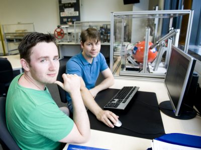 Studenten im Labor (Foto: Hochschule Reutlingen / Scheuring)