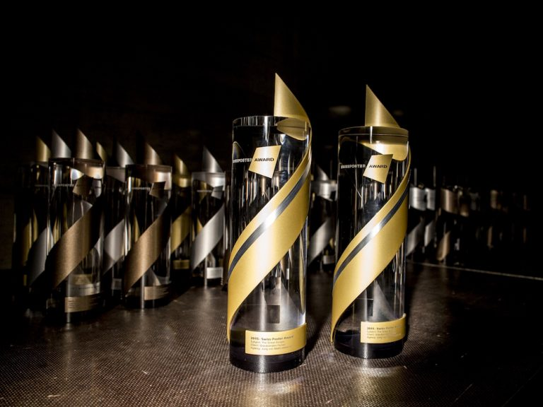 Swiss Poster Award - Trophy in Gold (Foto: Swiss Poster Award)