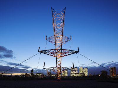 Umkehrung der Verhältnisse bei Osram - wie bei diesem Hochspannungsmasten mit LED Lighting-Installation in Greenwich im Jahr 2015 (Foto: Osram)