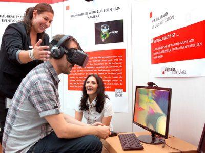 VR und Co gehören dazu - Innovation Experience Room bei der Kreissparkasse in Göppingen (Foto: NCR)