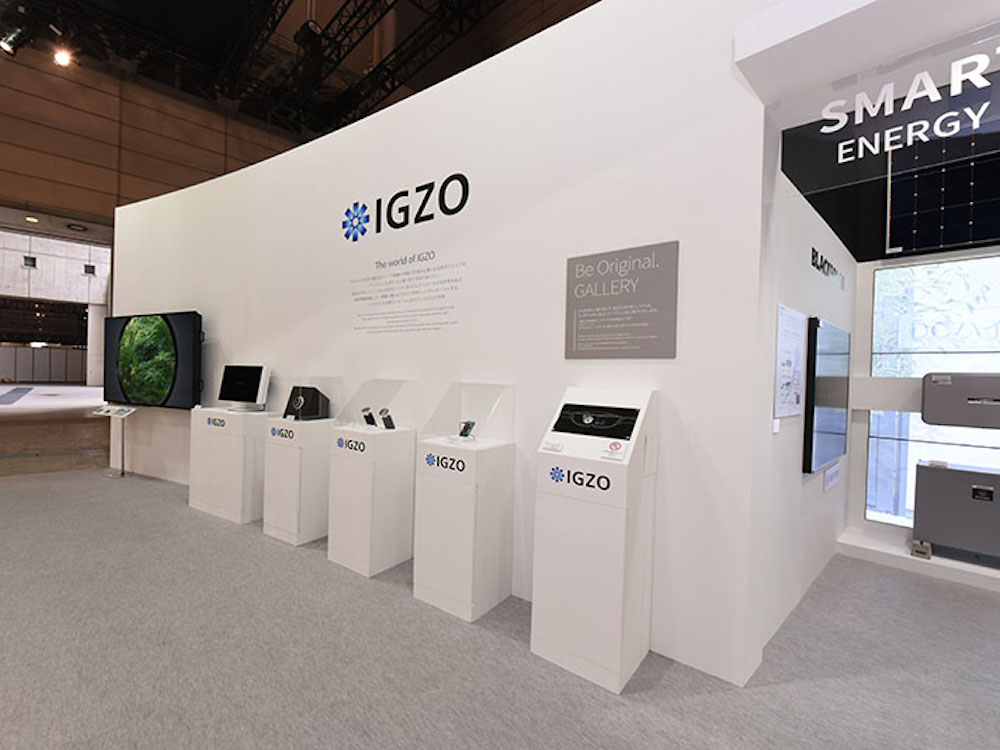 Zweiter von links - ein neuer 8K IGZO 27 Zoll Screen (Foto: Sharp)