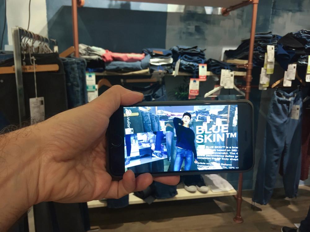 AR Aktion am PoS - Veranstaltung von ISKO Denim in einem Showroom (Foto: AugmentedNL)