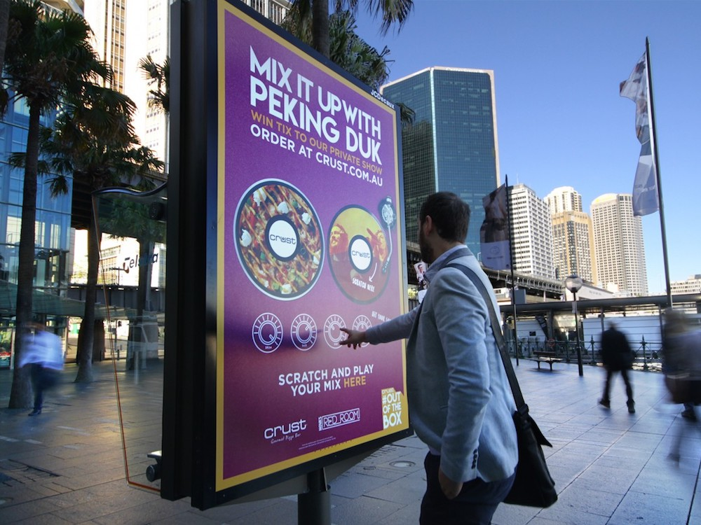 dss-2016-dooh-campagne-interactivity-crustpizza-invidis