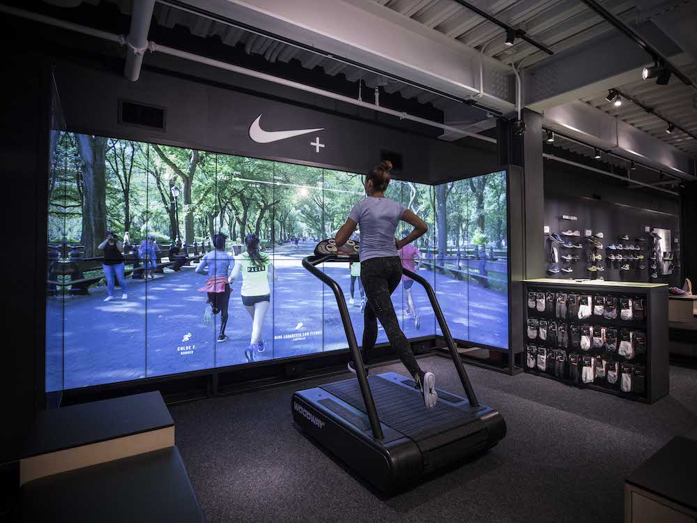 dss-2016-nike-flagship_store-ny-running-trial-zone-with-screens-invidis