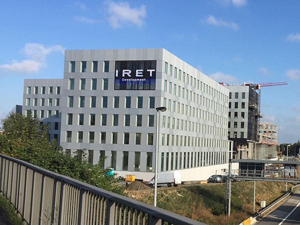 LED Screen an der Fassade des Project X (Foto: Dynascan)