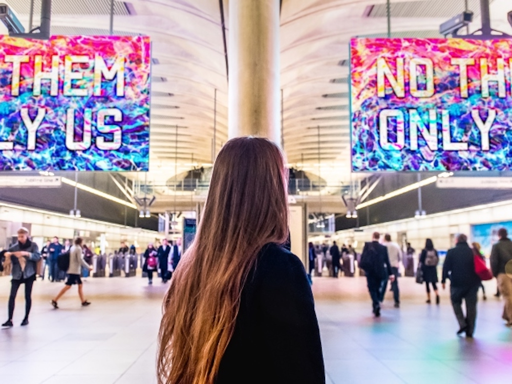 "Mit Motiven von ""London is Open"" wurden die LED Screens eingeweiht (Foto: Exterion Media)"