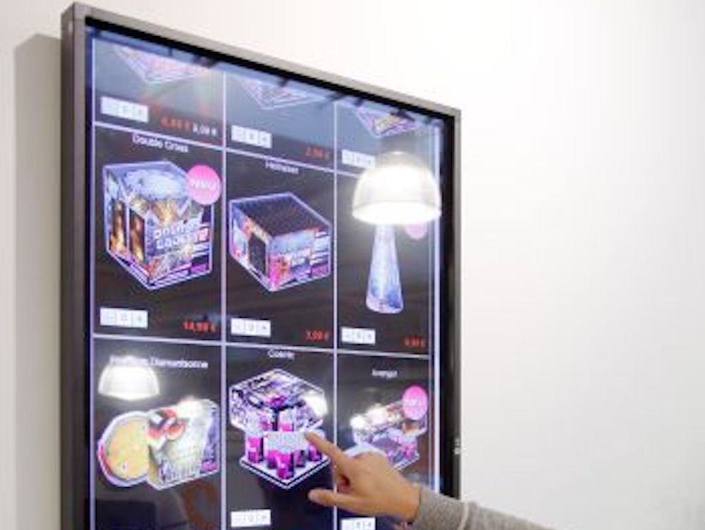 Multitouch basiertes Infinity Shopping Shelf im Innovation Store (Foto: Knauber)