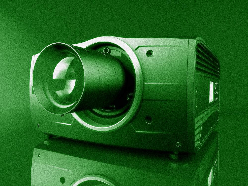 Nacht-Simulationen sind machbar - F70 Projektor in der IR FS70 Variante (Foto: Barco)