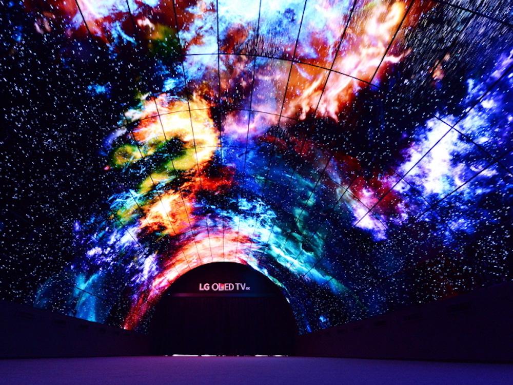 Tunnel aus OLED Sxcreens auf der IFA 2016 (Foto: LG)