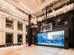 Video Wall und Basketballplatz bei Nike in SoHo (Foto: Nike)