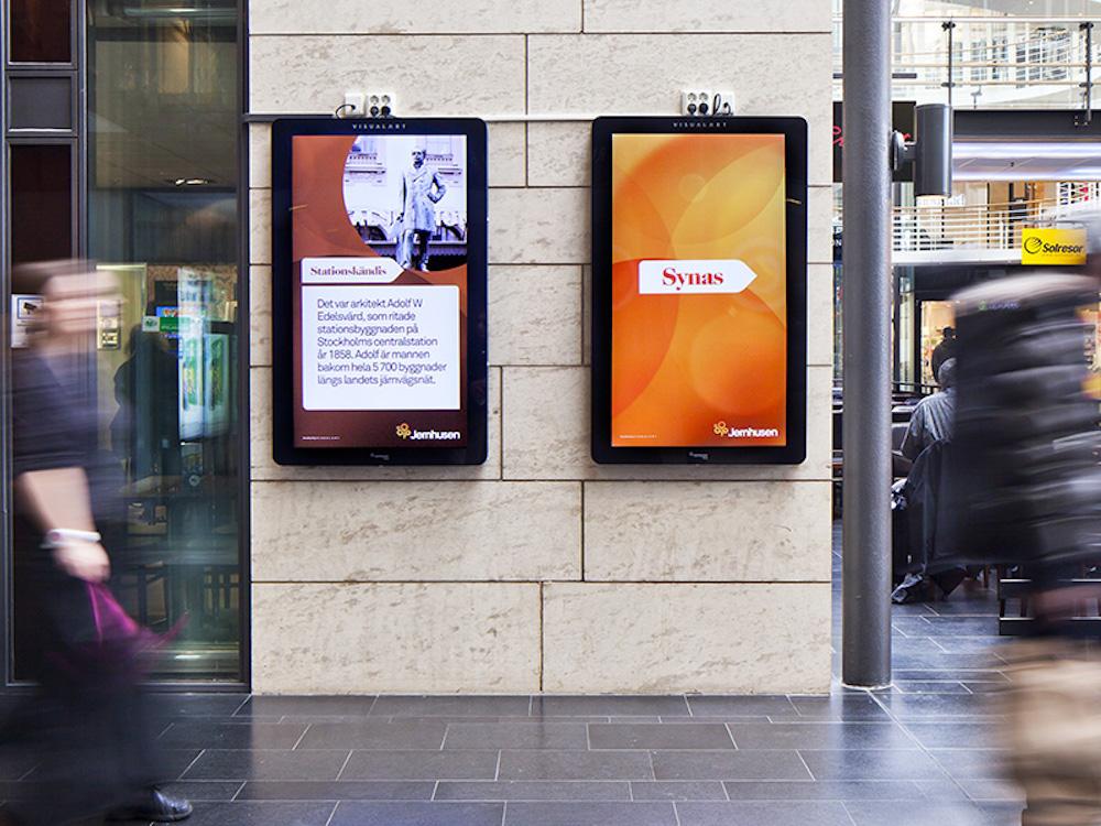 55 Zoll DooH Screens an einem schwedischen Bahnhof (Foto: Jernhusen Media)