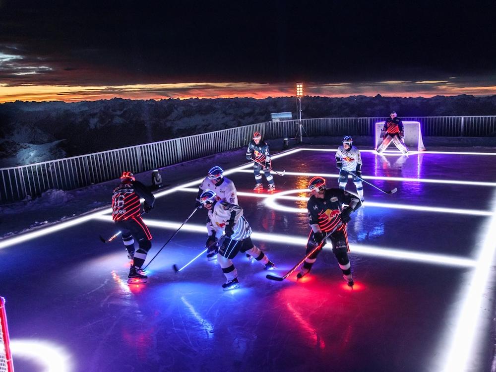 Auf der Zugspitze wurde der Einsatz von LED-Kleidung demonstriert (Foto: Osram)