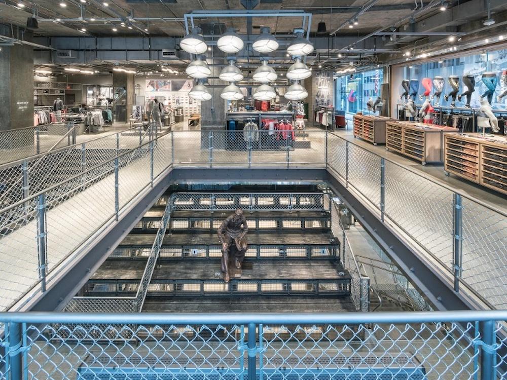 Wie auf einer Tribuene sitzend kann man sich hier zum Public Viewing treffen (Foto: Adidas)