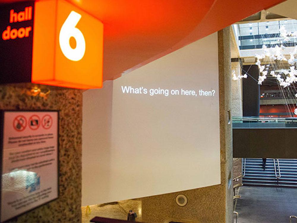 """Über zwei Stockwerke wird """"What's going on here, then?"""" zu sehen sein (Foto: Barbican Centre)"""