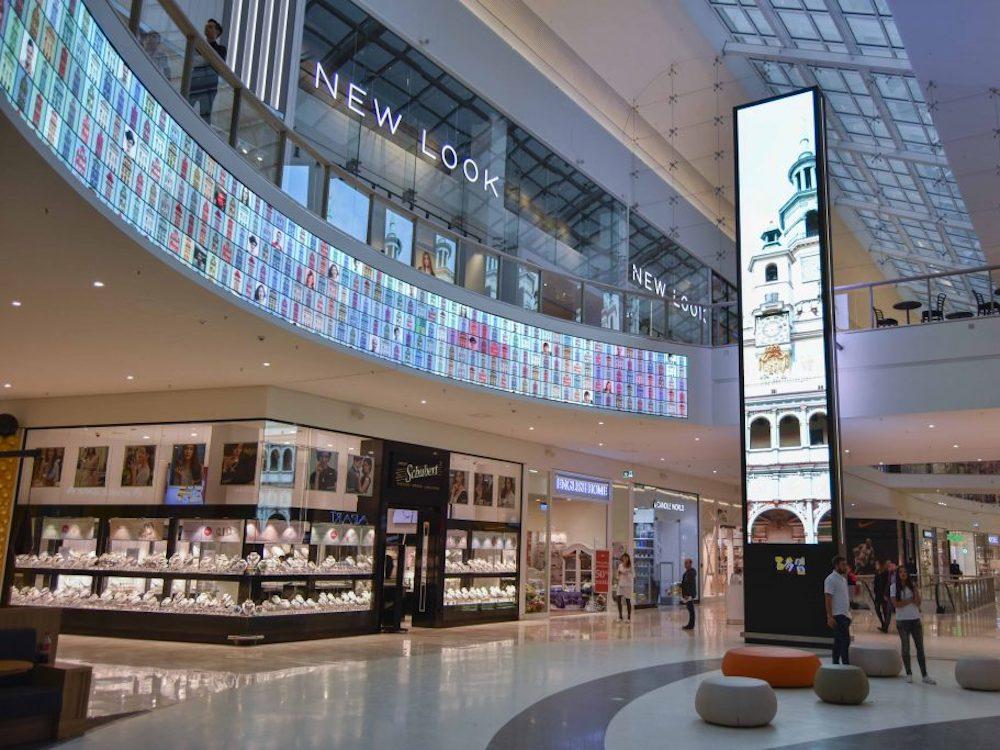 Atrium der Posnania Mall (Foto: SQM Digital Signage)