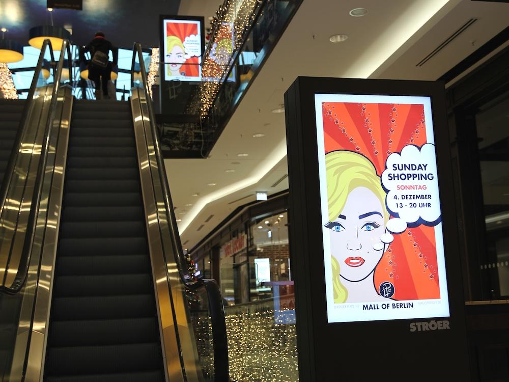 DooH Stelen von Ströer in der Mall of Berlin. (Foto: Ströer)
