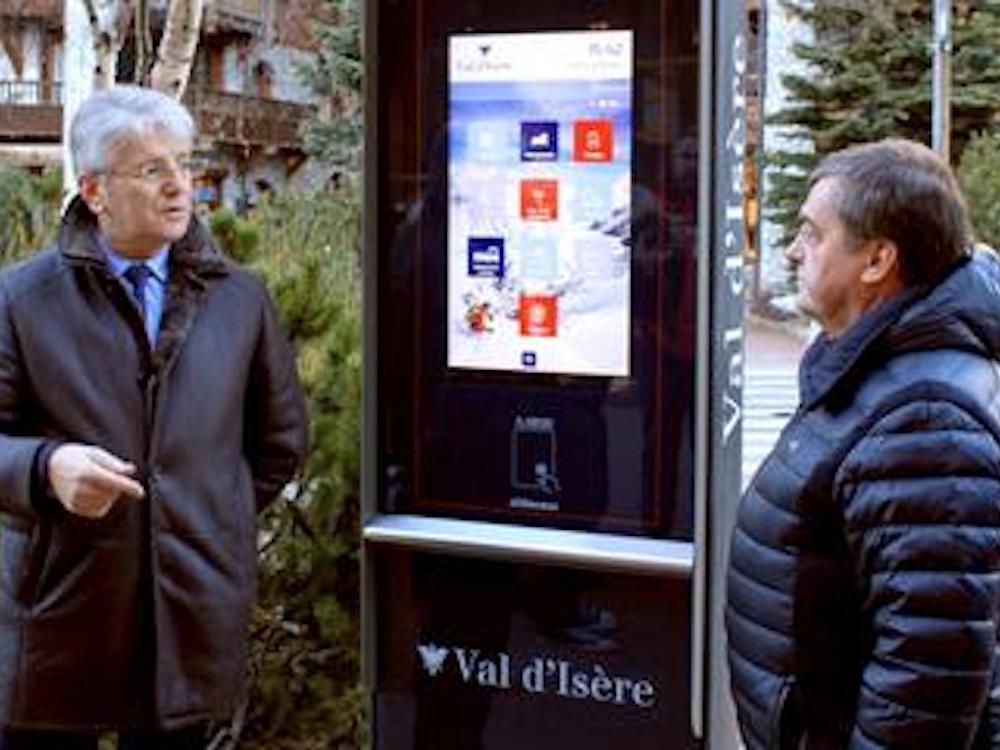 Einweihung der neuen Totems in Val d'Isère (Foto: JCDecaux)