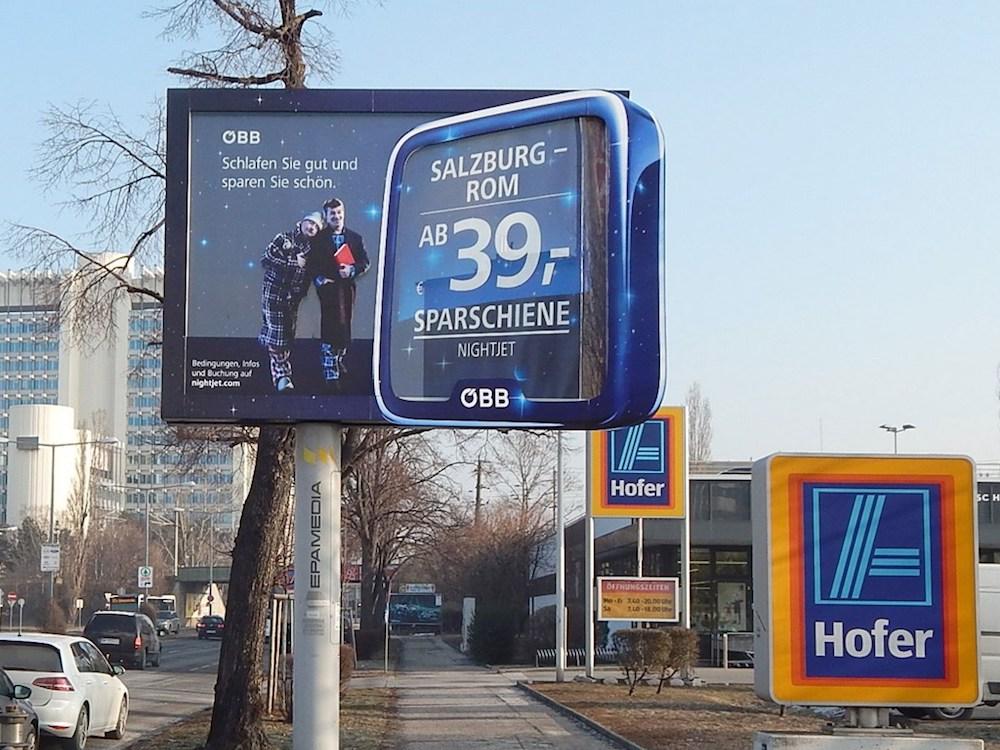 Formatsprengend wirbt die ÖBB für ihr neues Nachtzug-Angebot (Foto: Epamedia)