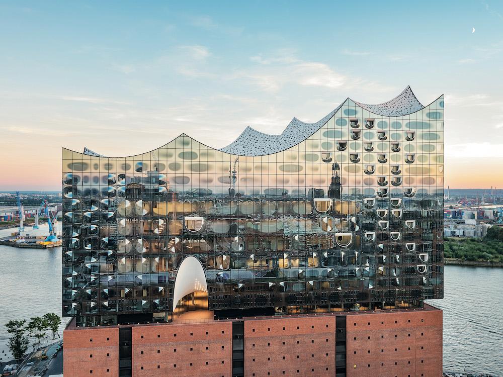 Hamburgs neues Wahrzeichen – die Elbphilharmonie (Foto: Zumtobel)