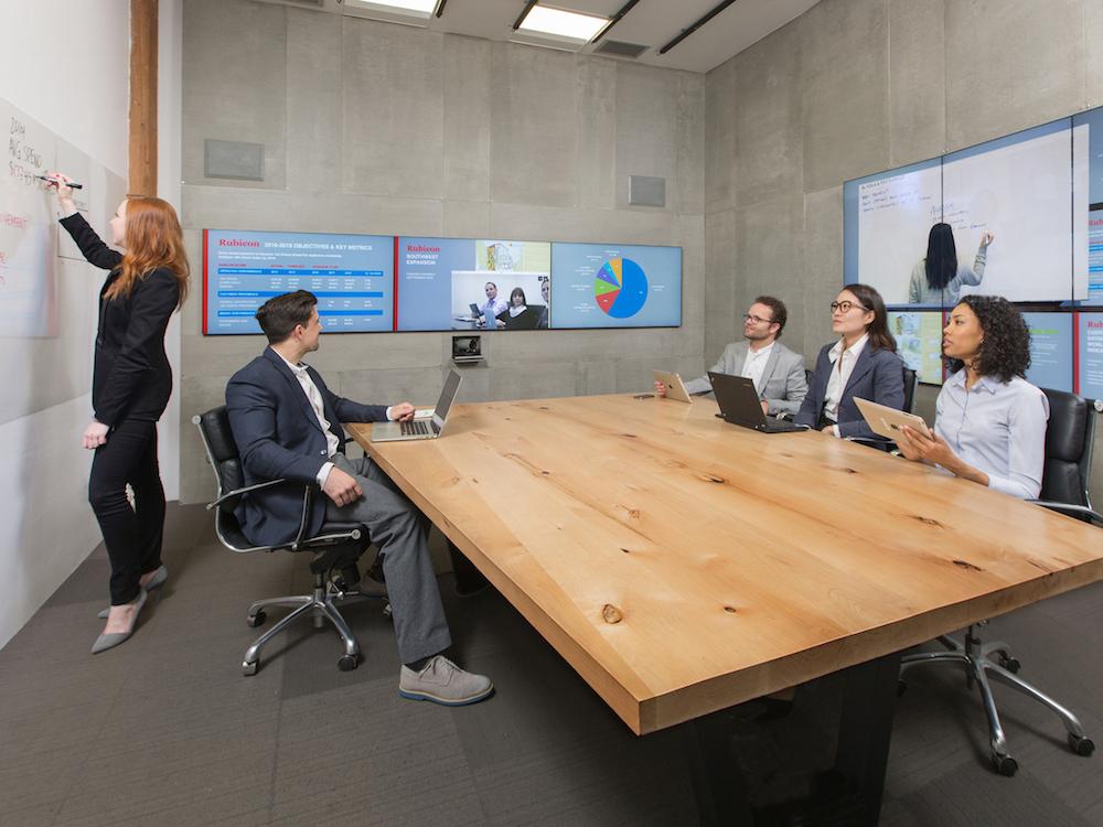 Mezzanine im Einsatz in einem Meeting Raum (Foto: Oblong Industries)