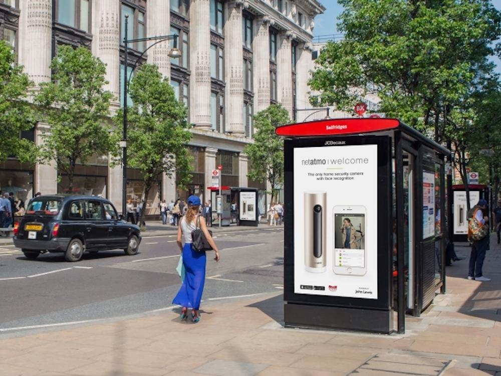 Screen des LDN DooH Netzwerks an der Oxford Street (Foto: JCDecaux)