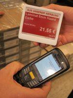Via Handheld lassen sich die ESLs ansteuern (Foto: POCO)