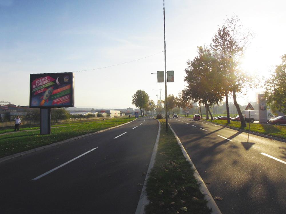 Werbeträger von Alma Quattro an einer serbischen Straße (Foto: Alma Quattro d.o.o.)