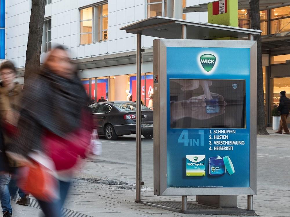 Aktuelle DooH Kampagne für WICK VapoRub in Wien (Foto: Epamedia)
