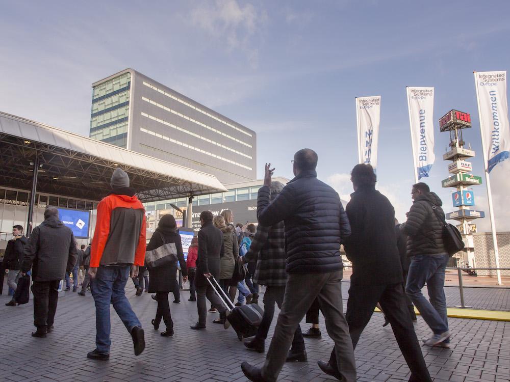 Besucher auf dem Weg zur ISE (Foto: Integrated Systems Europe)