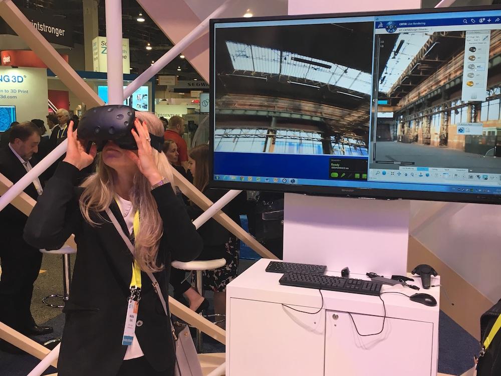 VR Brille von HTC im Einsatz mit der Business-Plattform 3DEXPERIENCE Plattform (Foto: Dassault Systèmes)