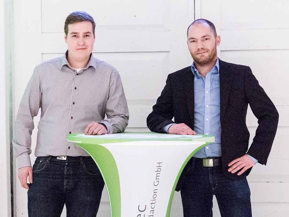 Von links nach rechts: Frederik Pinckert und Felix Chrobak arbeiten nun bei komma,tec redaction (Foto: komma,tec redaction)