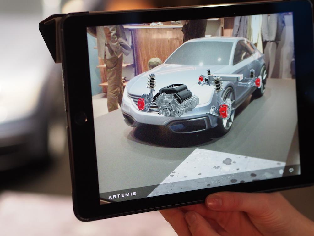 Augmented Reality Einsatz an einem Modell für Automotive (Foto: invidis)