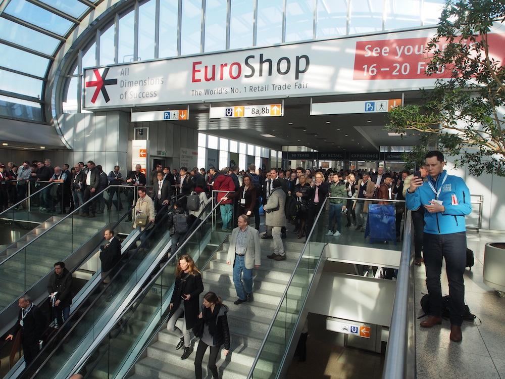 Besucherandrang am ersten Tag der EuroShop 2017 (Foto: invidis)