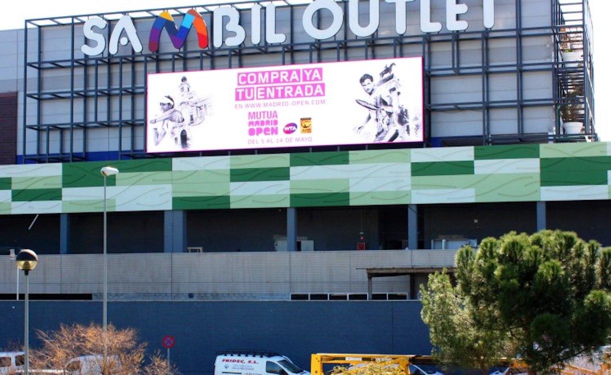Die neue Shopping Mall Sambil Outlet wird mit einem großen LED Screen ausgestattet (Foto: Exterion Media)