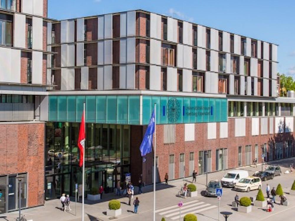 Neues Klinikum des UKE – Haupteingang O10 (Foto: Universitätsklinikum Hamburg-Eppendorf)