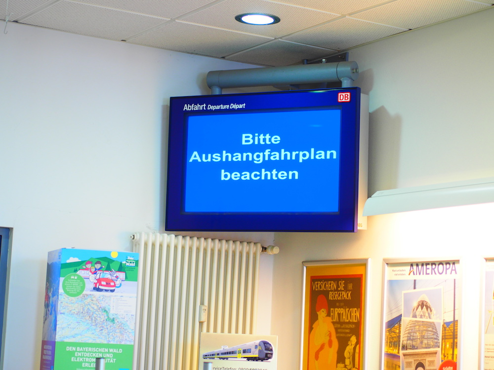 Auch die Screens im Reisezentrum konnten nicht nach Plan bespielt werden (Foto: invidis)