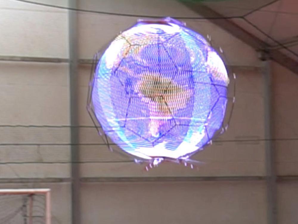 Das Spherical Drone Display in Aktion (Foto: NTT Docomo)