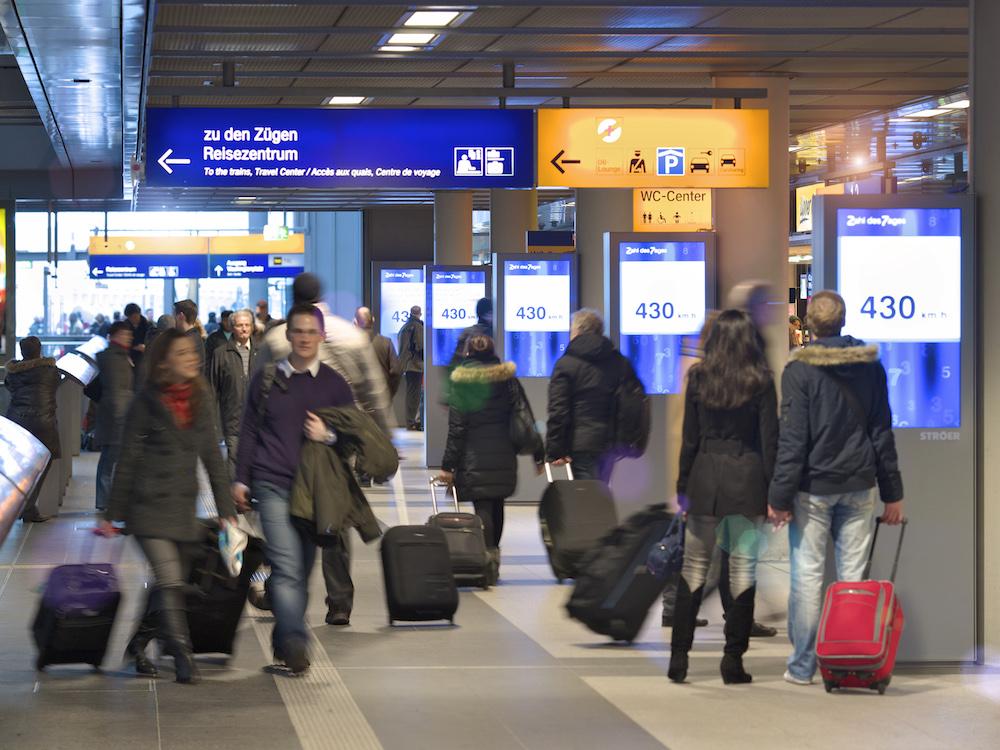 DooH geht durch die Decke – Station Video Screens von Ströer in Berlin (Foto: Ströer)